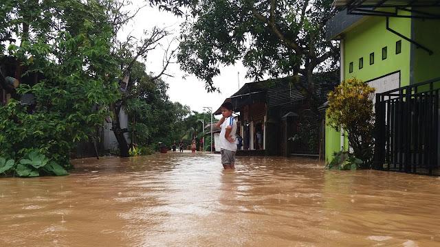Akibat Banjir Dan Longsor Sudah Memakan Korban Jiwa Tewas 20 Orang