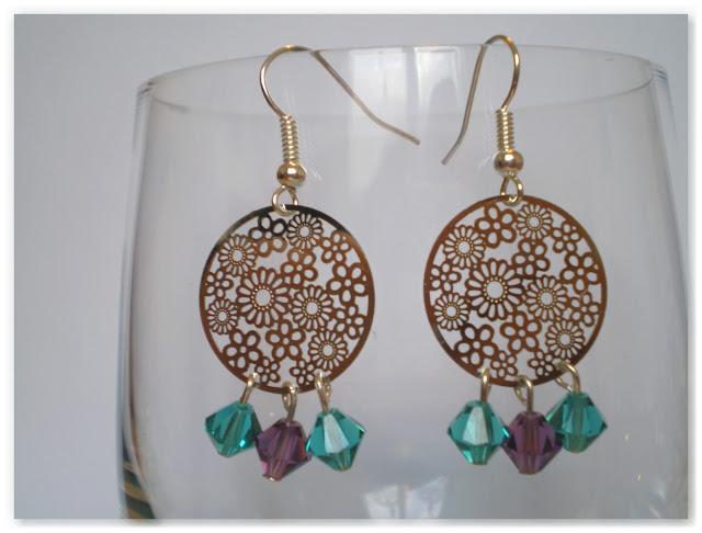 boucles d'oreilles estampes fleurs et toupies turquoise et violet