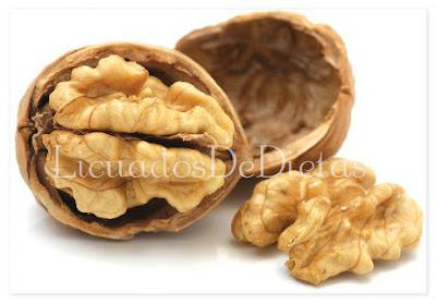 La almendras son conocida por sus propiedades beneficiosas para perder peso ya que es una alimento altamente compuesto de fibra y reduce el colesterol.
