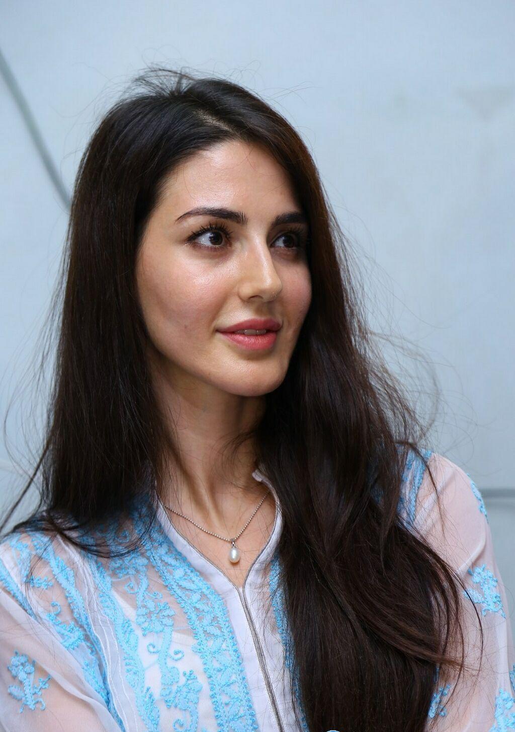Farah Karimi Latest Full HD Wallpapers & Photos