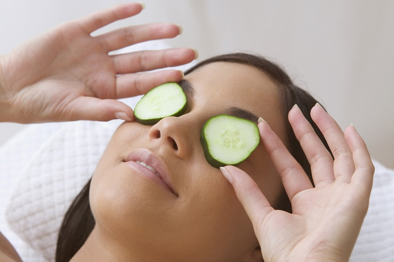 10 Razões Incríveis Para Usar Pepinos em Seus Olhos (com base na ...