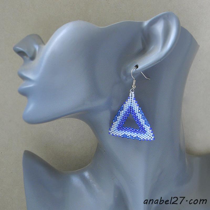 Серьги-треугольники из бисера Серьги-треугольники из бисера купить украшения ручной работы
