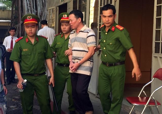 Gia Lai: Bắt khẩn cấp 2 cán bộ lừa đảo và làm giả giấy tờ