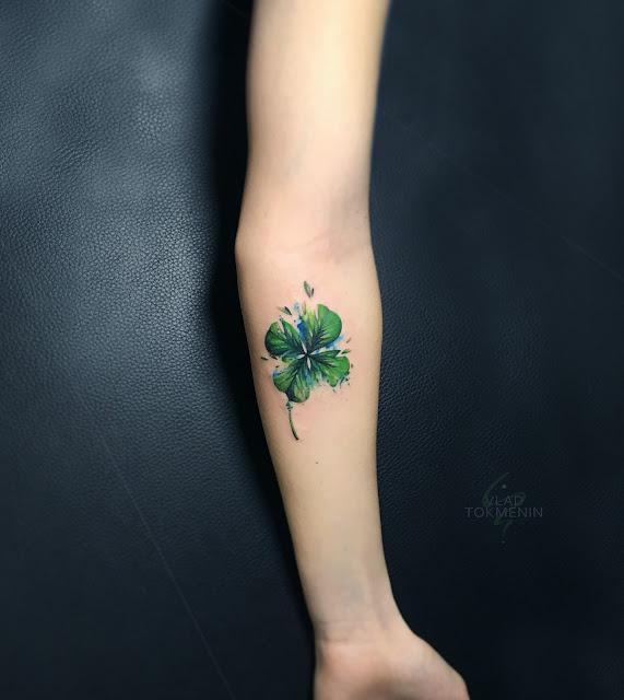 tatuagens femininas de trevo de quatro folhas