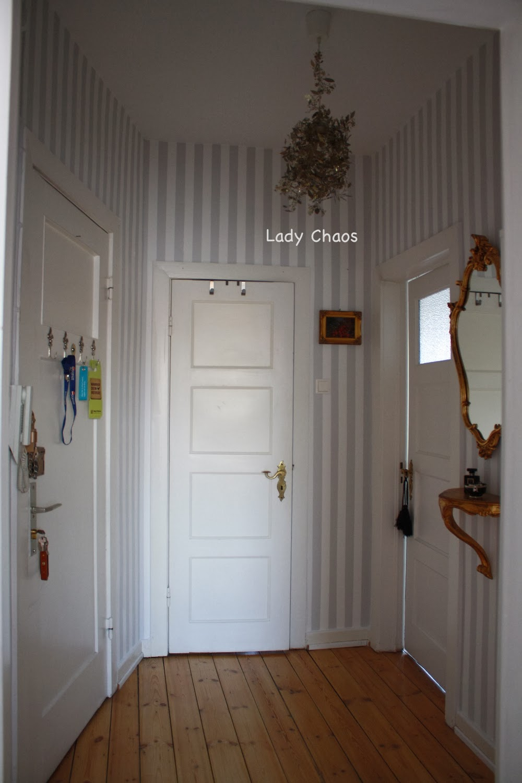 lady chaos jak malowac paski wie malt man streifen an der wand. Black Bedroom Furniture Sets. Home Design Ideas