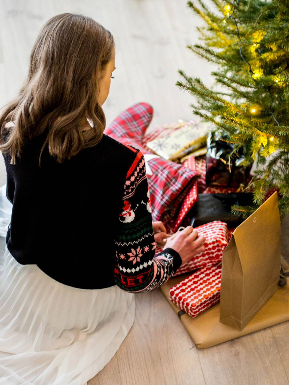 christmas-tree-and-present-wrapping