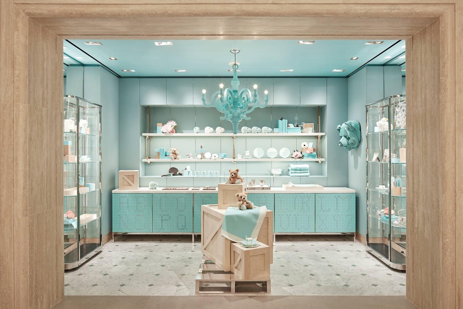 A Tiffany   Co. acaba de inaugurar o tão aguardado 4º andar de sua flagship  store, localizada da 5ª Avenida, em NYC. Por lá, os clientes poderão tomar  o ... 35ea8be763