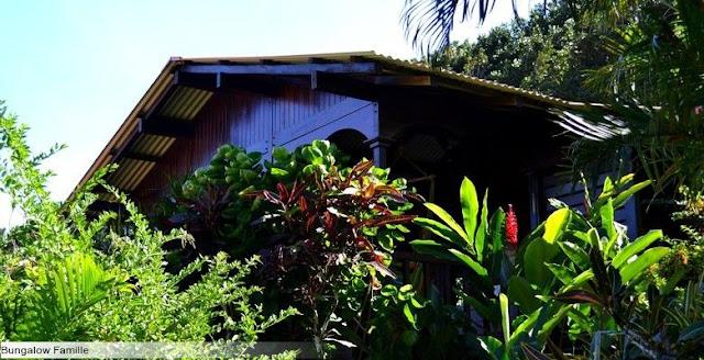 Bungalow dans un jardin tropical
