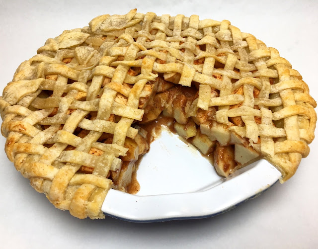 Sliced Apple Pie with Lattice Crust