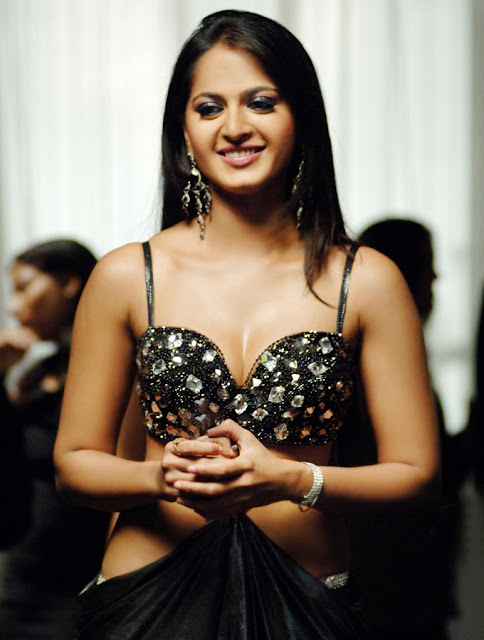 Anushka Shetty Cute & Hot