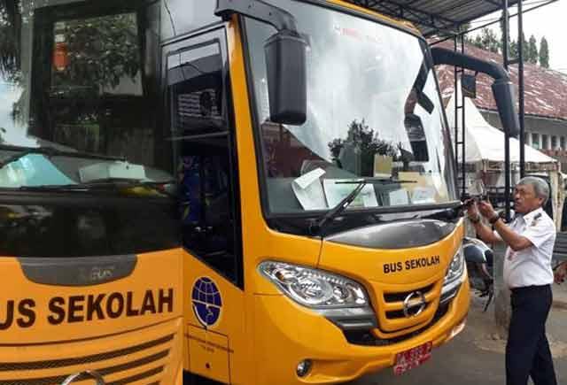 Koleksi angkutan pelajar kota Banjarbaru bertambah. Baru-baru ini, Dishub menambah koleksi angkutan jenis bus dengan kapasitas 27 tempat duduk.