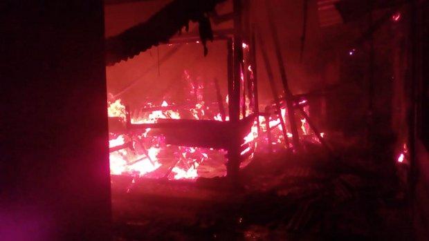 Incêndio atinge Feira da Sulanca em Caruaru na noite desta segunda-feira (6)