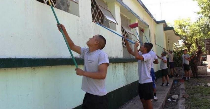 Miembros del Ejército apoyan al MINEDU en labores de mantenimiento de escuelas [VIDEO] www.minedu.gob.pe