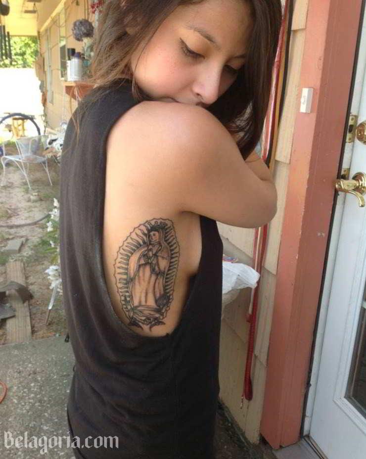 Tatuaje De La Virgen Maria en el Costado