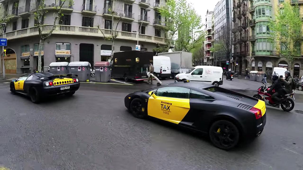 Lamborghini Taxi Barcelona - Dos Lamborghini Haciendo Servicio De Taxi Gratis