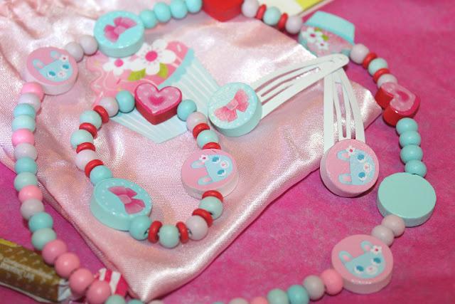 bijoux pour filles en bois