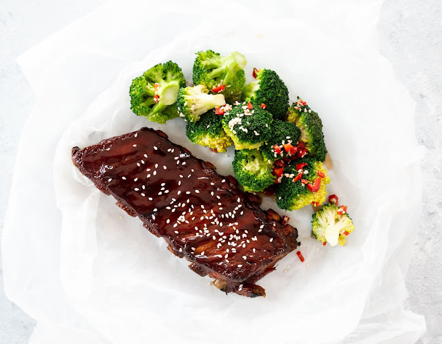 Sticky BBQ ribs with broccoli
