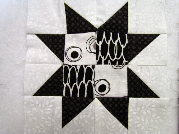 "4 1/2"" black and white star qult block"