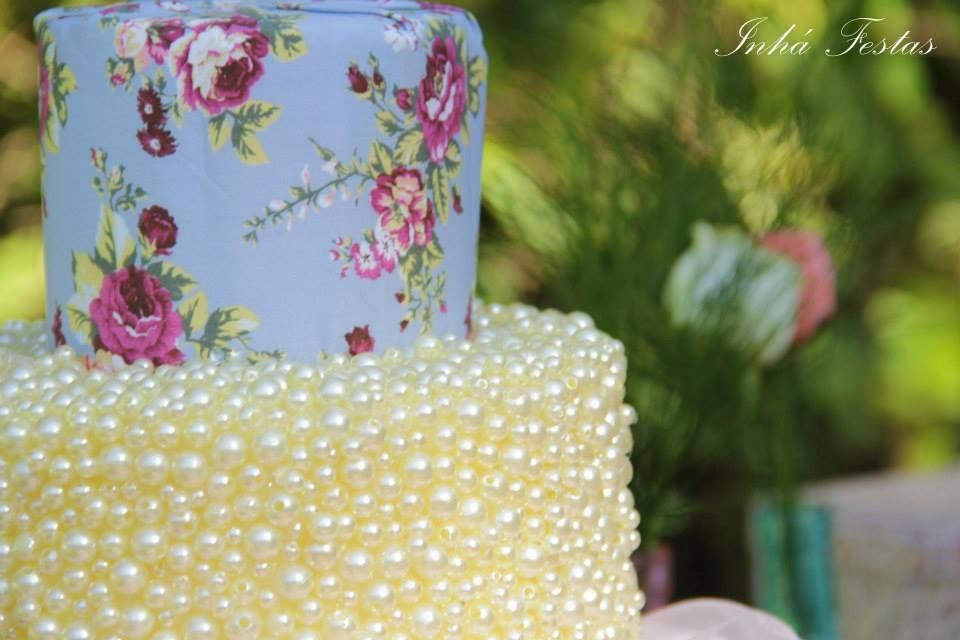 festa-decoracao-romantica-mesa-bolo-detalhes-perolas