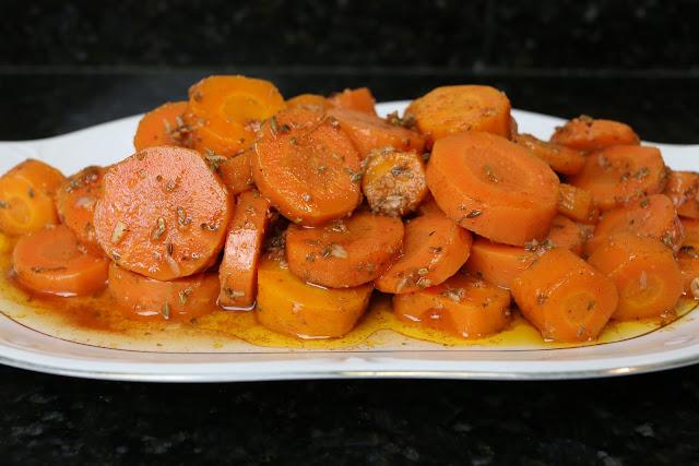 Preparación de zanahorias aliñadas