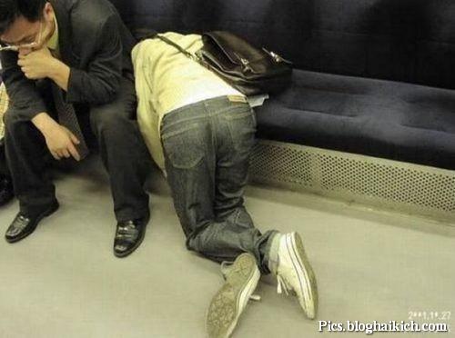 Ngủ trên xe công cộng