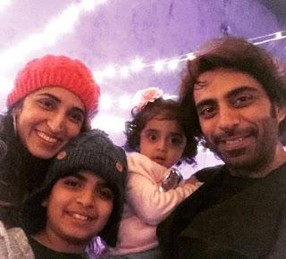 Foto Rohit Khurana dengan Keluarganya