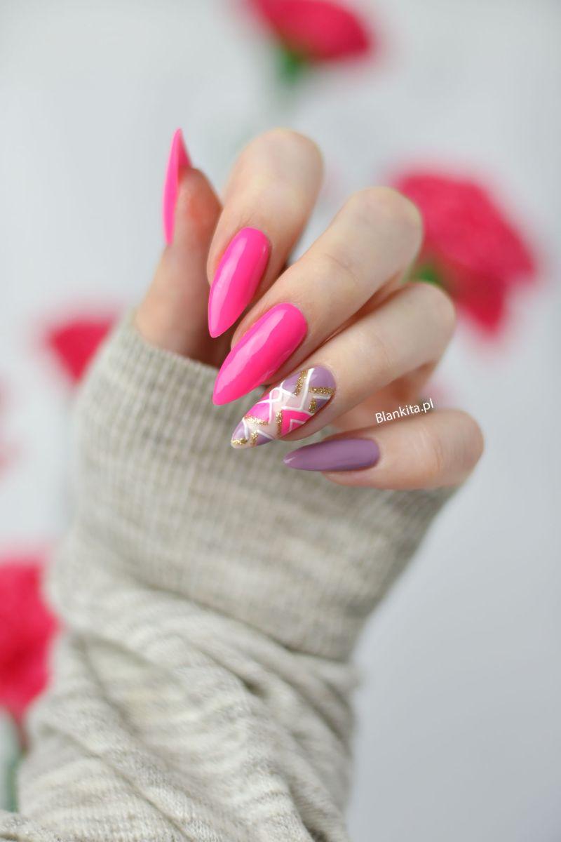 paznokcie intensiwny roz, neonowy roz, intensive pink semilac, geometryczny wzor