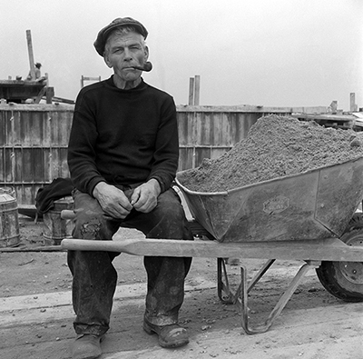 http://martinelkort.com/wp-content/gallery/new-york-beyond/wheelbarroworker_1948.jpg