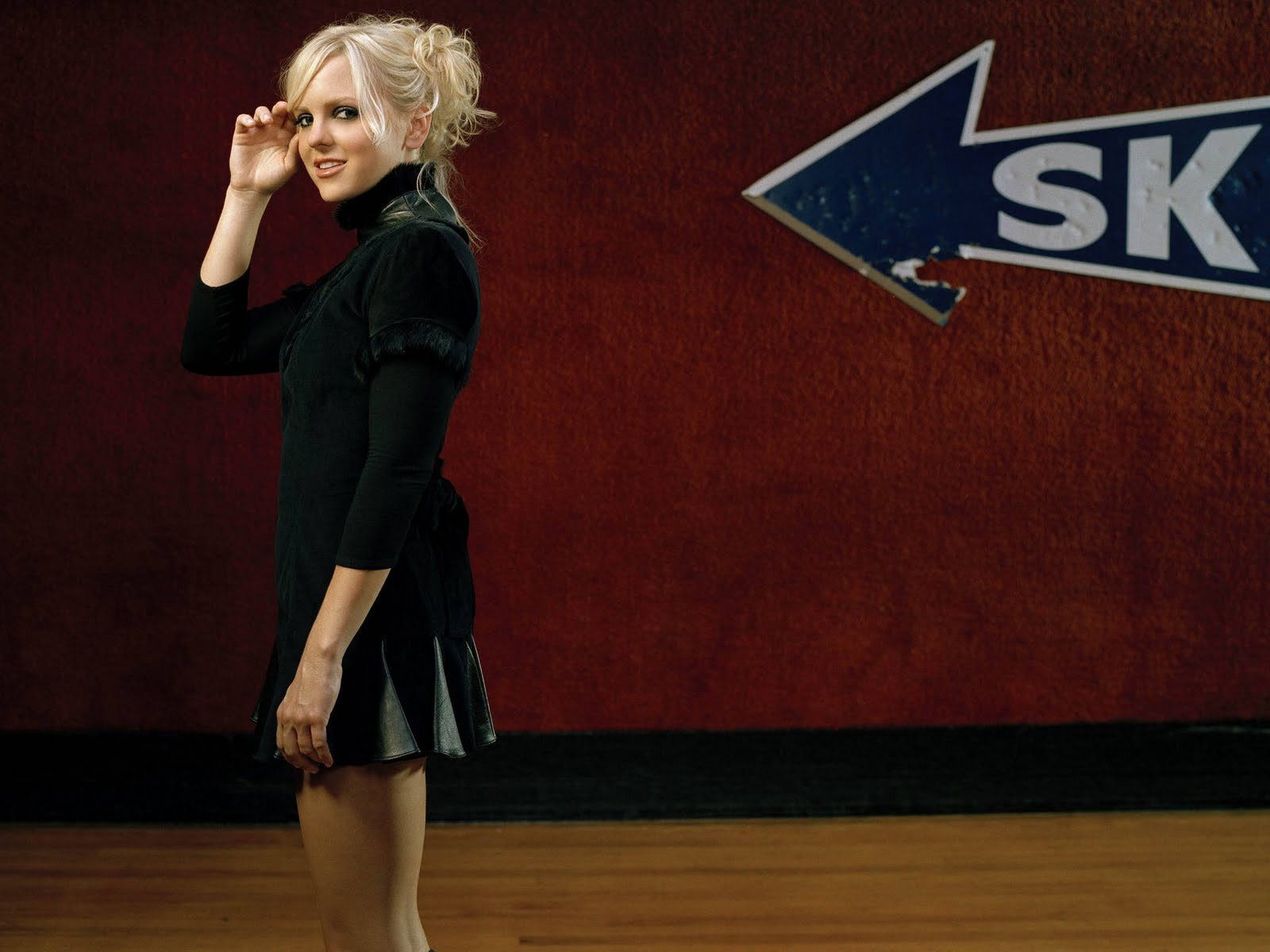 Anna Faris-Young Babe Hollywood Wallpaper  Taste Wallpapers-6688
