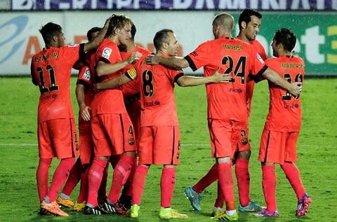 Các cầu thủ Barcelona đã chủ động ép sân ngay khi tiếng còi khai cuộc