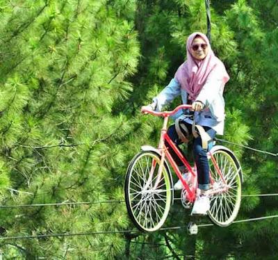 Sepeda Gantung Coban Rais