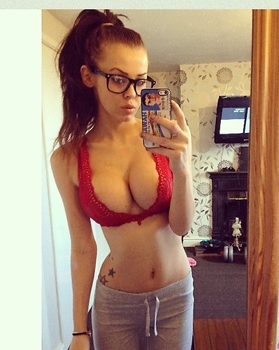 sexiest-figure-hot-amateur-teen-girl-selfie