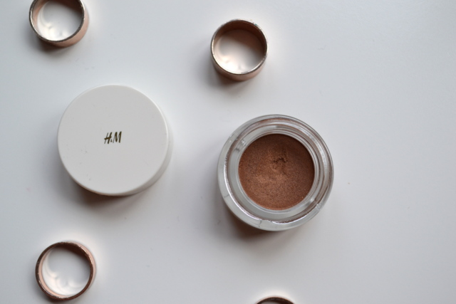 New In   H&M Cream Shadow