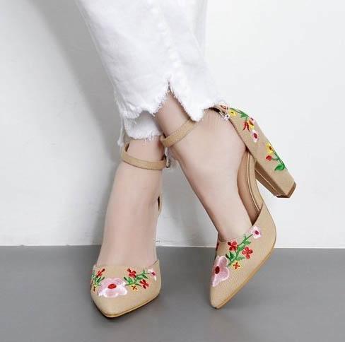 High heels setinggi 10,5 Cm bergaya retro