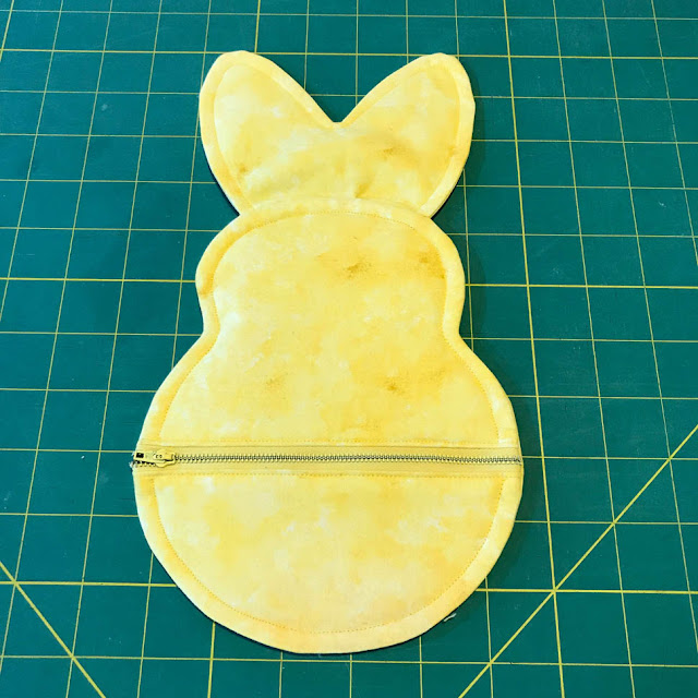 Easter Bunny Zipper Pouch Tutorial by Thistle Thicket Studio. www.thistlethicketstudio.com