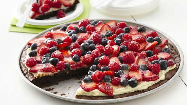 10 recetas de pizzas dulces para el postre: pizza de frutas con queso crema