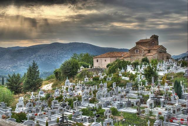 """Θωμάς Οικονόμου: """"Εικόνες ντροπής στο Δημοτικό Κοιμητήριο Παραμυθιάς. Σπεύσατε και μη ολιγωρείτε.."""""""