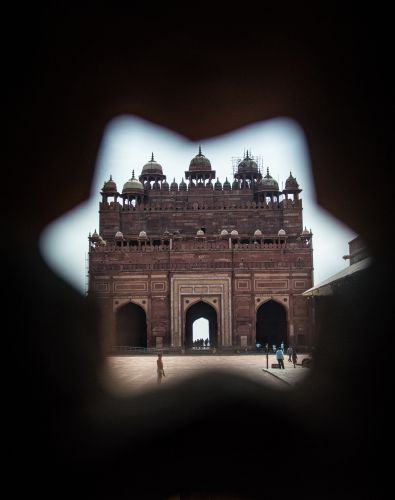 Buland Darwaza as seen from stone screen of Inayat Khan's Tomb