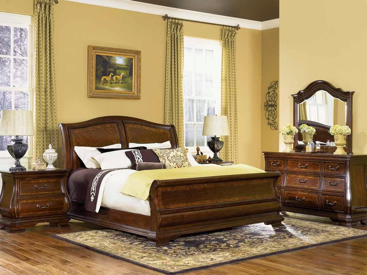 Camea da letto classica di lusso con letto e armadi in legno noce massello anche su misura e su progetto. Il Mio Angolo Nel Mondo Camere Da Letto Classiche Le Piu Belle