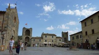 Piazza di Roma, Monteriggioni.