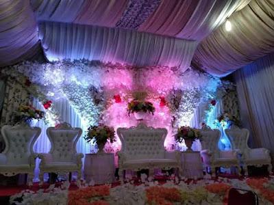 dekorasi tenda pernikahan di rumah sederhana