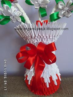 czerwone,zielone, kwiaty, srebrne, białe, koraliki, urodziny
