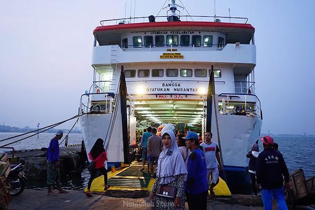 KMP Siginjai di Pelabuhan Kartini Jepara