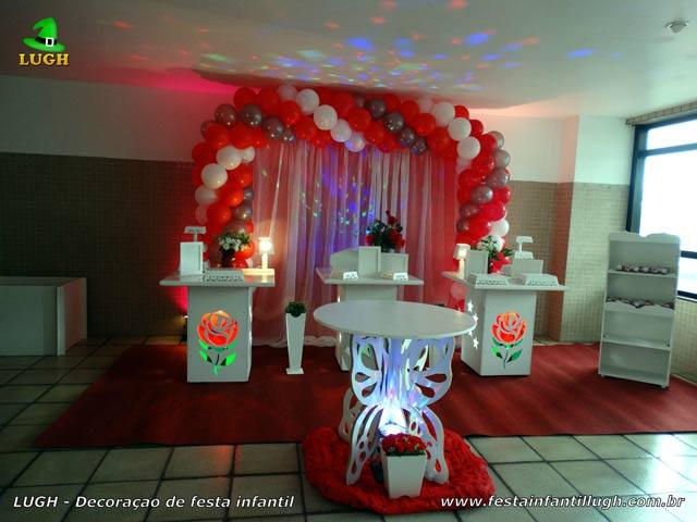 Decoração de aniversário feminino com tema de Rosas - Provençal simples