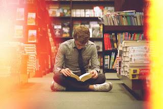Cowok Baca Buku