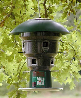 Best selling squirrel shocker: Wild Bill's Bird Feeder