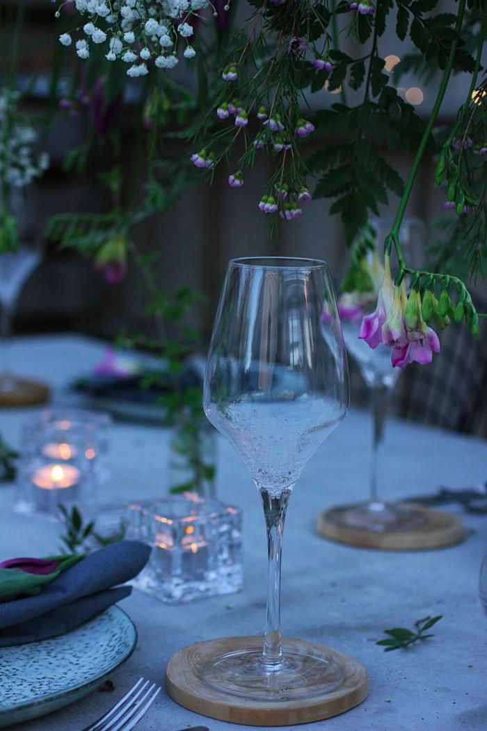 annelies design, webbutik, webshop, webbutiker, hängande korg, blomma, blommor, blomdekoration, blomsterdekorationer, fest, bröllop, brudpar, derkoationer, bordsdukning, dukning, design, ljusstake, snittblommor, oasis, uterum, uterummet, festdukning, trädäck, trädgård, trädgården, altan, altanen, vinglas, bubbles,
