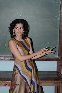 Actress Tapsee Panu Stills at Remonetise India Campaign in Chetna College Bandra West  0011.jpg