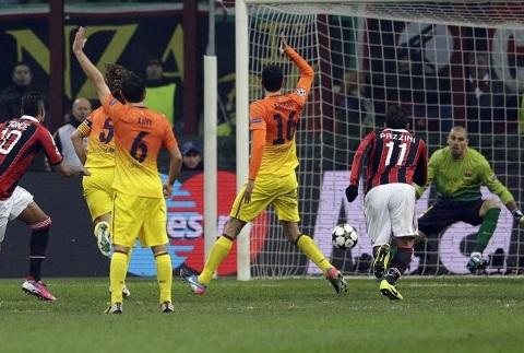 Barca thua 0-2 trước Milan.