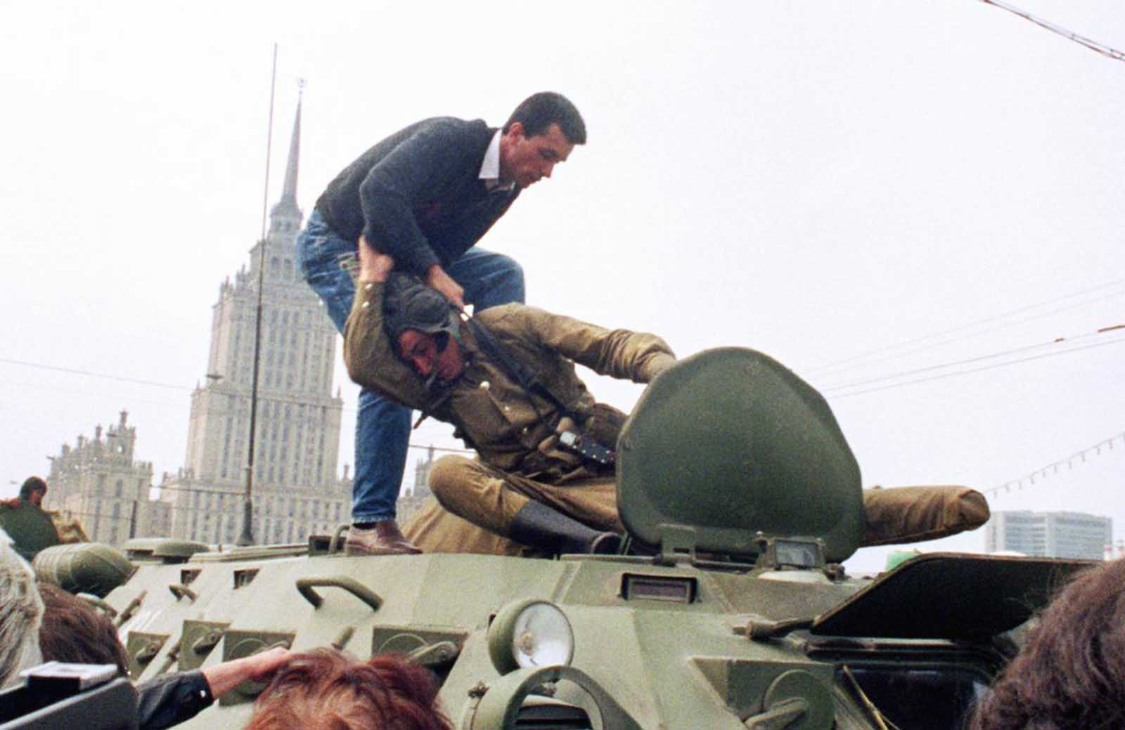 A pro-democracy demonstrator fights with a Soviet soldier on top of a tank parked in front of the Russian Federation building on August 19, 1991, after a coup toppled Soviet President Mikhail Gorbachev. The same day, thousands in Moscow, Leningrad, and other cities answered Russian Republic President Boris Yeltsin's call to raise barricades against tanks and troops.